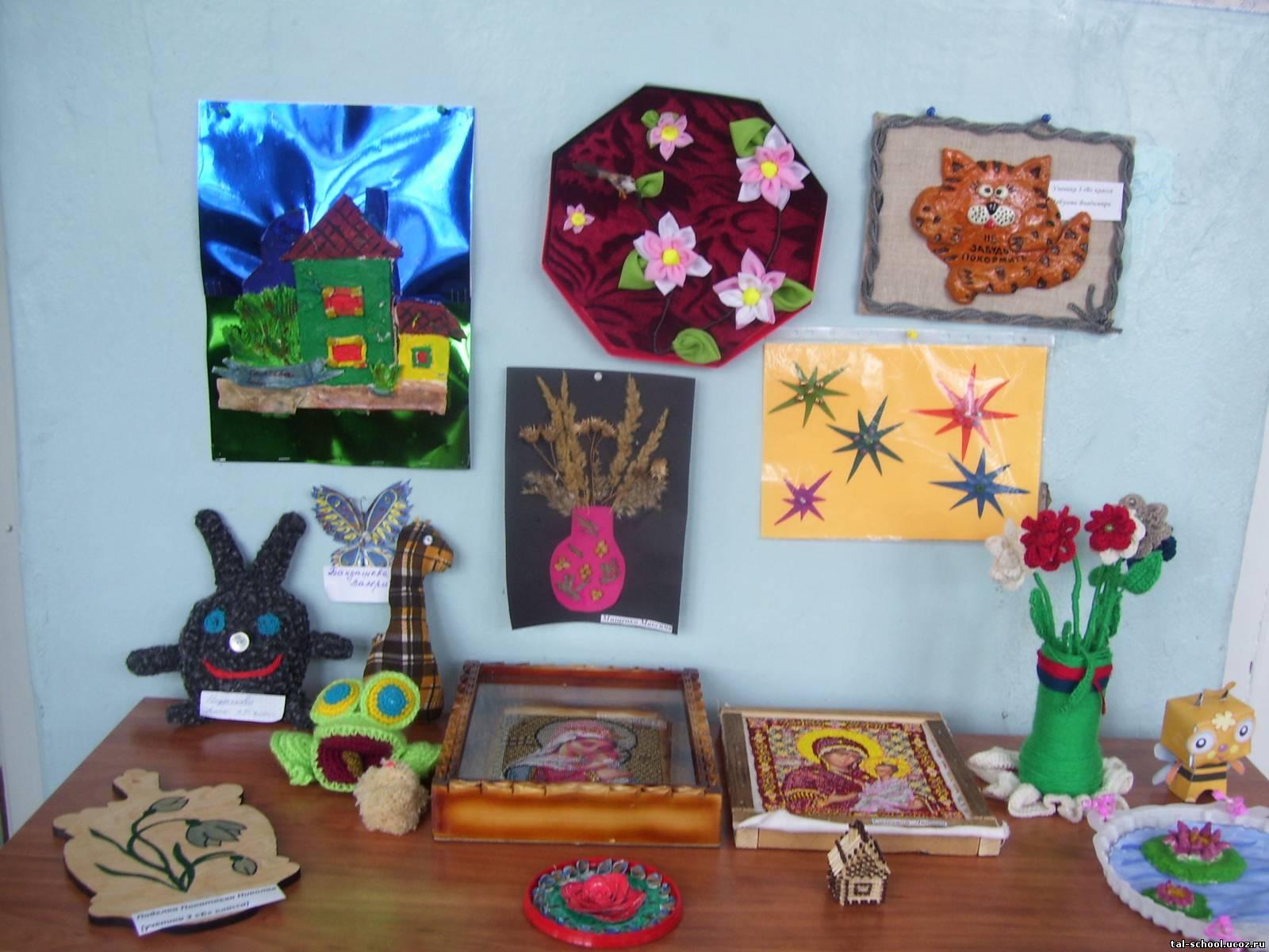 Организовать выставку детских поделок
